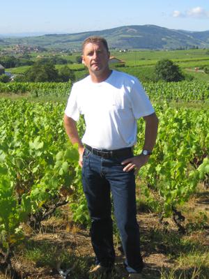 Jacky Gauthier dans ses vignes